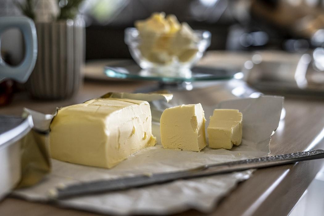 Ue: il lockdown spinge i consumi di burro in Gdo. Raccolta di latte a +2,3%