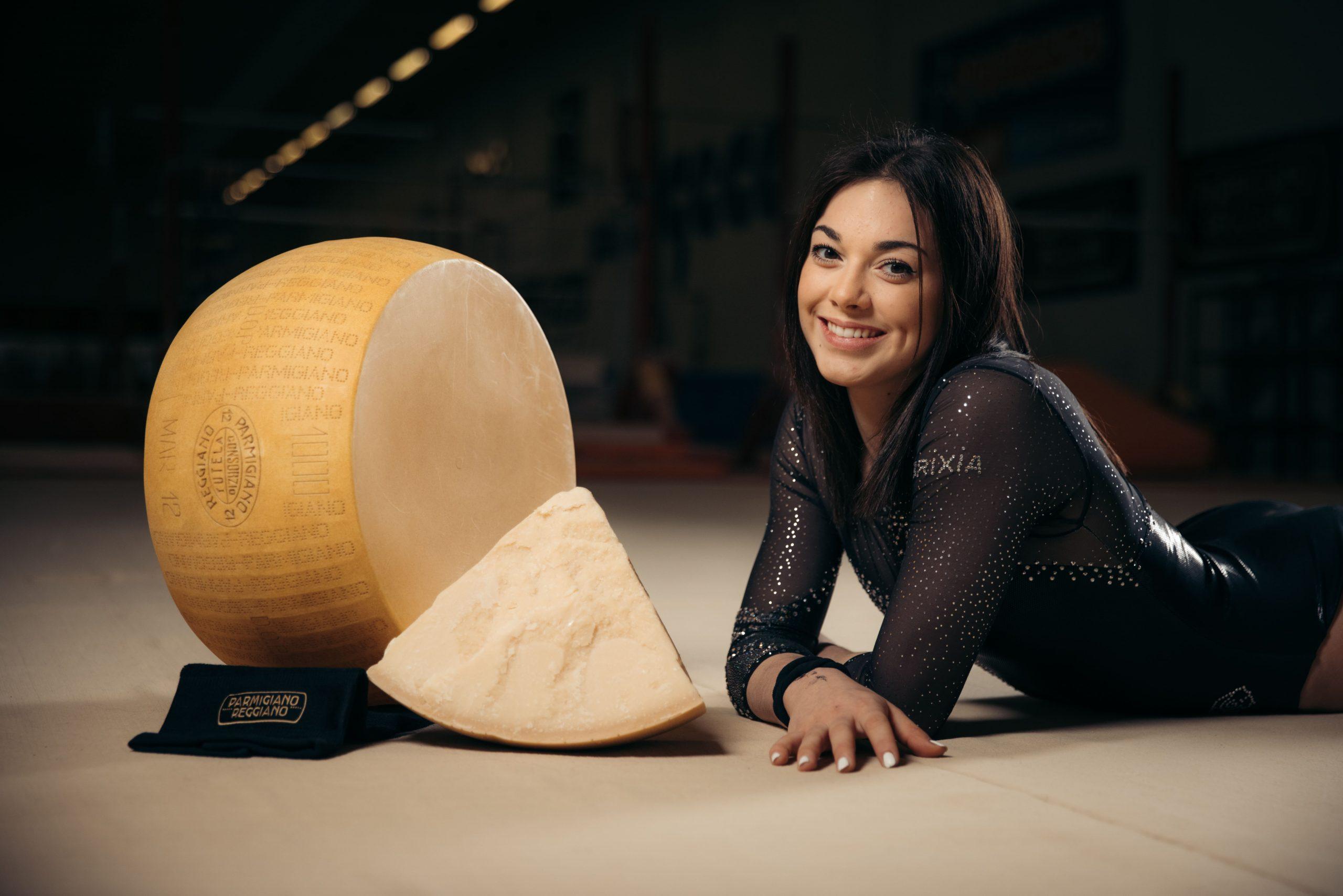 Ancora uno sportivo nella strategia del Parmigiano Reggiano: la ginnasta Giorgia Villa diventa Ambassador
